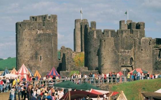 Castlecloseupwithtents2001